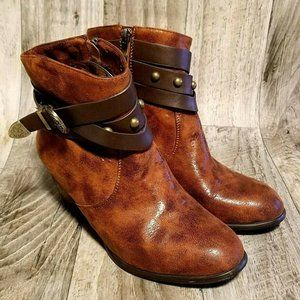 Monroe and Main Womens Sz 9.5 Brown Ankle Boots